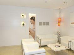 Vista de la sala de espera. Interiorismo de los Centros de depilación de Pelostop