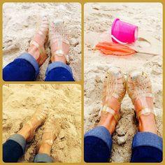 @TomateCerise taking their Méduse back the childhood basics. Roll ups. Sand. Bucket. Sorted.