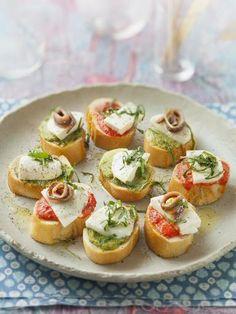 ficelle, tomate séchée, anchois, mozzarella, pesto, basilic