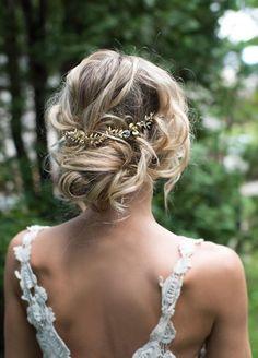 Féminine coiffure mariage chignon décoiffée, coiffure mariage bohème, idée pour le mariage bohème chic