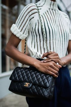 Bag | Chanel | Quilted | Streetstyle | Statement bag | Outfit | Black | More on Fashionchick.nl