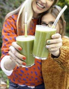 Green Matcha Smoothie packed with antioxidants and rich in fiber. Perfect way to start the new year! Smoothies For Kids, Apple Smoothies, Healthy Smoothies, Healthy Snacks, Healthy Recipes, Vegetable Smoothies, Morning Smoothies, Green Smoothies, Healthy Habits