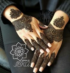 Designs for the minimalist brides this summer henna mehndi designs, simple Easy Mehndi Designs, Latest Mehndi Designs, Mehandi Designs, Pretty Henna Designs, Indian Henna Designs, Bridal Henna Designs, Mehndi Design Photos, Mehndi Designs For Fingers, Henna Tattoo Designs