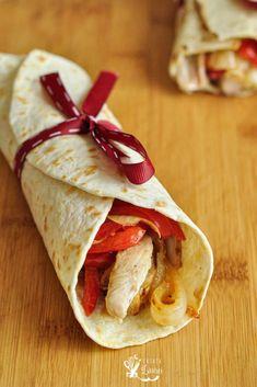fajitas de pui servita in tortila Delicious Sandwiches, 2000 Calories, 2000 Calorie Diet, Chicken Marinades, Tortilla, Gordon Ramsay, Fajitas, Weeknight Meals, Grilled Chicken
