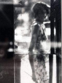 Saul Leiter photography. What a unique style. The master of mood. Saul Leiter photos.