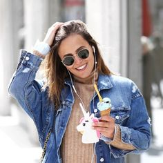 Oversized Denim Jacket, beige Turtleneck, Ice Cream and Unicorn. Check out my weekly reviews on: designdschungel.com