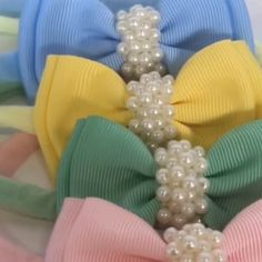 Paps e Moldes de Artesanato [Video] Ribbon Hair Bows, Diy Hair Bows, Diy Bow, Diy Ribbon, Handmade Hair Bows, Ribbon Flower Tutorial, Hair Bow Tutorial, Making Hair Bows, Diy Headband