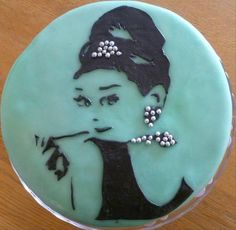 """""""Breakfast at Tiffany's"""" inspired cake. http://www.hwtm.com/index.cfm?page=albums/view_album&albumid=2817&photoid=33880"""