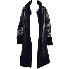 Preowned Tory Burch Black Shearling Coat With Pearlized Leather And... (6.490 BRL) ❤ liked on Polyvore featuring outerwear, coats, jackets, coats & jackets, tops, black, tuxedo suit, real leather coats, shearling collar coat and dinner suit