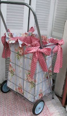 I need to make one for my flea market shopping! Sewing Pattern/Tutorial for Market Cart.Beautiful Basket liners. #Basket liner #Liner #Basket #wicker basket