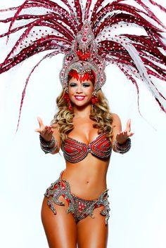 Cacau Colucci,modelo,apresentadora e musa da Escola de Samba Dragões da Real.