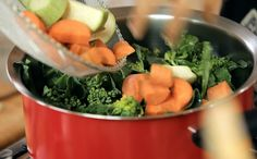 Brócolis, couve-flor, cenoura e abobrinha refogados ganham toque especial com tempero