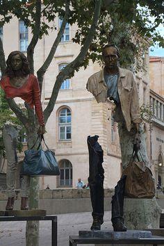 Marseille, Les Voyageurs, sculptures de Bruno Catalano. Bronze et déchirures