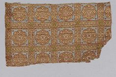 13th c. Spanish silk and gilt thread lampas (3 x 4 3/4 in.) - Met Museum
