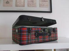 valise vintage en métal motifs écossais par PrettyFrenchAttic