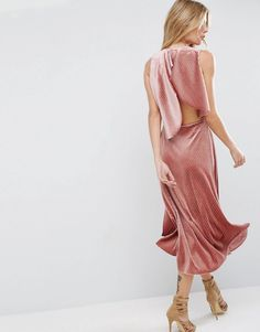 Get wedding season ready with ASOS. Browse our collection of wedding guest dresses and stylish women's suits, with shoes and accessories to match. Shop now at ASOS. Sheer Maxi Dress, Pink Midi Dress, The Dress, Dress Prom, Midi Dresses, Party Dresses, Asos, Latest Fashion Clothes, Fashion Outfits
