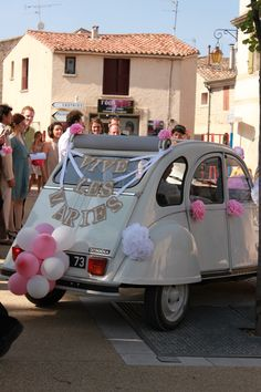 1000 images about bruidsauto on pinterest wedding cars for Decoration 2cv mariage
