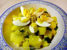 Η πατατοσαλάτα με αυγά βραστά είναι ένα απλό πιάτο που μπορείτε να απολαύσετε όλο το χρόνο, ζεστό ή κρύο. Μια νόστιμη σαλάτα με λίγα υλικά, ιδανική για ένα γρήγορο γεύμα, ένα πικνίκ ή κρύα για ένα καλοκαιρινό γεύμα.