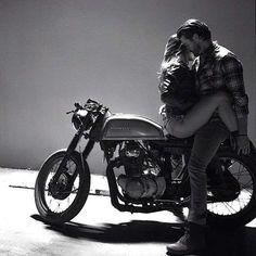 Ideas for motorcycle photography men biker girl Biker Couple, Motorcycle Couple, Motorcycle Men, Motorcycle Outfit, Cafe Racer Girl, Biker Chick, Biker Girl, Couple Motard, Couple Photography