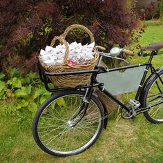 A vintage bicycle basket full of confetti! A wonderful way to display your petals x x #confetti #natural #biodegradable #vintage #bicycle #petals #wedding #weddingstyle