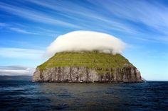 Cap cloud aboves Lìtla Dìmur Island
