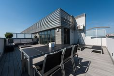 Terraza con zona de comedor   Proyecto de reforma Esplugues   Standal #reforma #integral #terrazas #exteriores #ático #madera