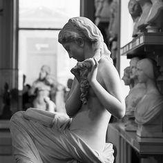 Greek Statues Logo - Lion Statues Painted - - Venus Statues Art - Lion Statues Bronze - Statues Of Liberty Photography Toddler Art Projects, Cool Art Projects, Greek Statues, Buddha Statues, Love Statue, Statue Tattoo, Walker Art, Aesthetic Women, Traditional Art