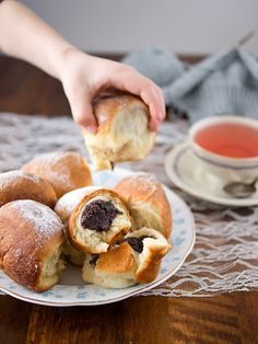 Honzovy buchty Pretzel Bites, Bagel, Doughnut, Food And Drink, Favorite Recipes, Bread, Baking, Homeland, Kuchen