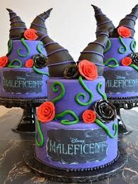 I HAVE to see if Kelly Holder can make this! Crazy Cakes, Maleficent Party, Gorgeous Cakes, Amazing Cakes, Pretty Cakes, Descendants Cake, Halloween Cakes, Halloween Birthday, 4th Birthday