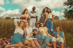 Hippie style: storia, abbigliamento e moda intramontabile - Emotionally Images Hippie, Hippie Pictures, Les Nations Unies, Zodiac Signs Aquarius, Aquarius Traits, Zodiac Traits, Feminine Energy, Masculine Energy, Beauty