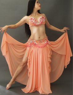 【サーモンピンク】豪華なフレアーのベリーダンス衣装/可愛く気品高い装飾/キラキラと輝くベリーダンス・コスチューム/腰回りが着やせして見える!/広がるスカートに胸キュン!