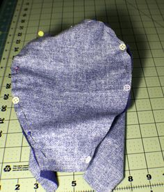 how to make a reversible chemo cap. Sew a reversible chemo hat. Chemo cap pattern and tutorial. Chemo hat pattern and tutorial. Scrubs Pattern, Scrub Hat Patterns, Hat Patterns To Sew, Easy Sewing Patterns, Sewing Tutorials, Turban Headband Tutorial, Chemo Caps Pattern, Scarves For Cancer Patients, Scrub Hats