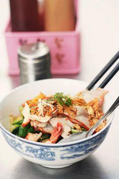 Mì khô xá xíu tôm mực Dry noodle with pork, shrimp and squid Credit to Khue Thy Ly