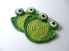 Crocheted froggy coasters by MariMartin on Etsy.com.