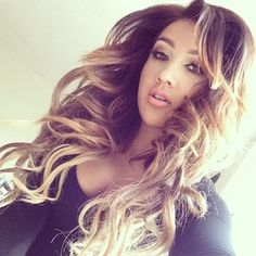 Omg I love her hair!!!!!!!!