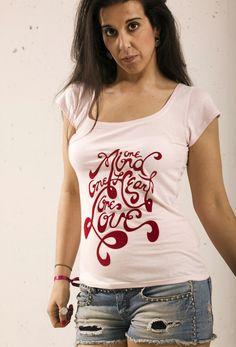 One Love. Camiseta de manga corta de chica de color rosa con escote amplio y motivos estampados en vinilo Terciopelo. www.zippdesign.es... Ladies short sleeve pink girl with wide neck and printed vinyl Velvet reasons. #camiseta #mujer #mangacorta #frase #terciopelo #tshirt #women #shortsleeve #text #velvet #moda #tendencia #pinit
