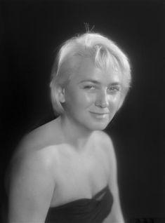 """""""Jacqueline Maillan, 1962"""", Studio Harcourt. Photo (C) Ministère de la Culture - Médiathèque du Patrimoine, Dist. RMN-Grand Palais / Studio Harcourt - Droits : Etat"""