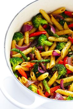 This Balsamic Veggie Pasta recipe is quick and easy to make, loaded with fresh veggies, and tossed with a delicious balsamic vinaigrette and Parmesan.use a wheat or chickpea pasta. Plats Healthy, Healthy Pastas, Healthy Recipes, Simple Recipes, Healthy Pasta Dishes, Pasta Food, Easy Vegetarian Pasta Recipes, Lunch Recipes, Penne Pasta Salads