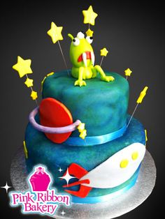 Space alien birthday cake for zao! Because I have a feeling we are going to be having an ET/ space ship bday party Teen Birthday, 1st Birthday Parties, Birthday Ideas, Alien Cake, Custom Birthday Cakes, Space Party, Space Theme, Bake Sale, Cute Cakes