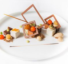 Het Gebaar, the ultimate dessert restaurant from Roger van Damme, is now published on Belgian Taste Buds Fancy Food Presentation, Food Plating Techniques, Party Food Platters, Healthy Muffin Recipes, Fancy Desserts, Weird Food, Food Decoration, Plated Desserts, Sweet Recipes