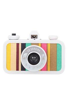 How cute is this Lomography La Sardina camera :) Lomo Camera, Camera Gear, Camera Lucida, Cute Camera, Foto Fun, Camera Obscura, Multiple Exposure, Vintage Cameras, Camera Accessories