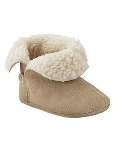 Shop baby girl shoes at Gap and find cute sandals, flats, booties and sneakers. Find a variety of sizes and styles of adorable baby shoes. Little Babies, Cute Babies, Baby Kids, Baby Girl Fashion, Toddler Fashion, Newborn Fashion, Fashion Kids, Cute Outfits For Kids, Boy Outfits