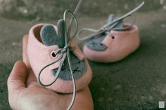 Bunny shoes Baby felted shoes - Handmade Merino Wool Baby Booties - Baby shower gift - Easter Bunny Gift -First Felt Booties, Felt Baby Shoes, Doll Shoe Patterns, Baby Shoes Pattern, Dress Patterns, Wool Shoes, Newborn Shoes, Felted Slippers, Bunny Slippers