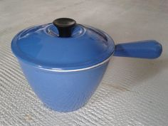 Vintage le creuset métal émaillé les ustensiles de cuisine, marmite