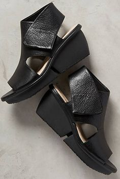 Naya Seeker Wedges