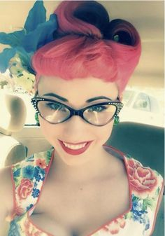 Rockabilly girl in red retro hairstyle, cat eye glasses, and floral dress Rockabilly Style, Moda Rockabilly, Moda Pinup, Rockabilly Fashion, Retro Fashion, Vintage Fashion, Rockabilly Girls, Rockabilly Hairstyle, Rockabilly Makeup