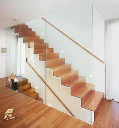 Einläufige Treppe im Treppenschacht