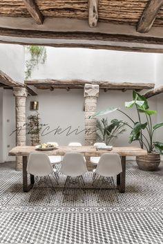 5 COLUMNS RIAD IN ESSAOUIRA, MOROCCO by Paulina Arcklin Photography Styling