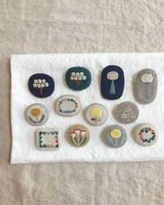 기분전환이 필요할 때 #프랑스자수 : 네이버 블로그 Textile Jewelry, Fabric Jewelry, Textile Art, Embroidery Thread, Embroidery Patterns, Arte Lowbrow, Fabric Brooch, Textiles, Handicraft