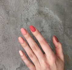 On average, the finger nails grow from 3 to millimeters per month. If it is difficult to change their growth rate, however, it is possible to cheat on their appearance and length through false nails. Cute Christmas Nails, Xmas Nails, Fall Nails, Minimalist Nails, Cute Acrylic Nails, Acrylic Nail Designs, Pastel Nail Art, Ten Nails, Nagellack Trends